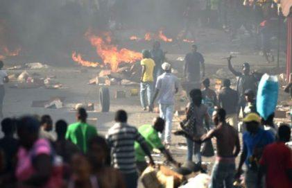 en-puerto-principe-el-caos-es-total-por-las-protestas-contra-los-aumentos-en-los-combustibles-337958-620x400