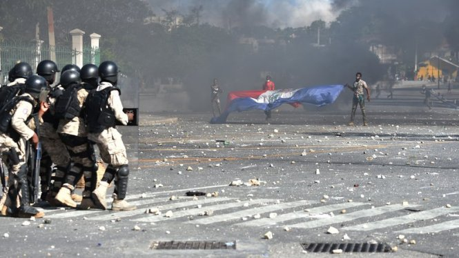 haiti-violece-protests_wide-f3e03941790a620627007de558639121d76440e8-s800-c85