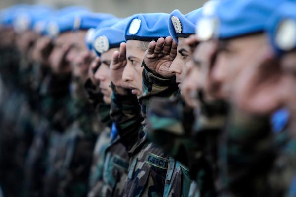 Cascos azules de Uruguay en la Plaza de Armas del Comando General del Ejército. Foto: Javier Calvelo/ adhocFOTOS