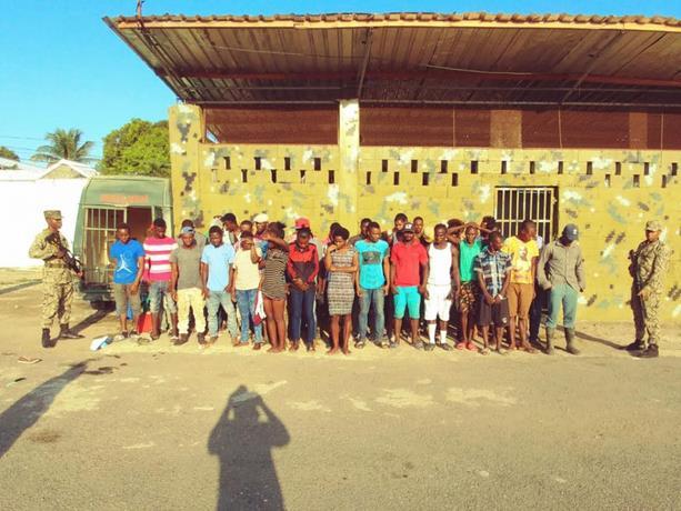 paran-en-seco-a-cientos-de-haitianos-que-querian-cruzar-la-frontera-1